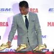 Cristiano Ronaldo ritira scarpa d'oro, il figlio... 2