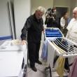 Papa Francesco visita dormitorio clochard vicino a Vaticano 6