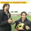 Valerio Staffelli di Striscia la Notizia ha consegnato il tapiro d'oro a Ezio Capuano, l'allenatore dell'Arezzo