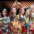 """Selfie vietato a messa: """"La comunione non è uno spettacolo"""" 14"""