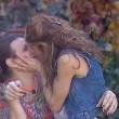 Grande Fratello 14, bacio saffico Anna e Rebecca la trans5
