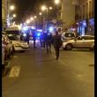 Parigi, 3 attentati con kalashnikov in centro: morti FOTO
