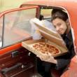 """A 22 anni sposa una pizza: """"Lei non ti tradisce mai""""3"""