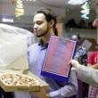 """A 22 anni sposa una pizza: """"Lei non ti tradisce mai""""2"""