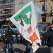 Corteo scuola, a Torino bruciata bandiera Pd