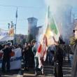 Corteo scuola, a Torino bruciata bandiera Pd2