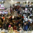 Oggi è Black Friday: sconti, al via shopping natalizio5