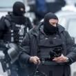 """Attentati Parigi, """"arrestato artificiere delle stragi"""""""