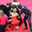 Jennifer Lawrence cade (ancora) sul red carpet a Madrid04