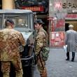 Militari presidiano la metro di Roma