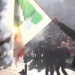 Corteo scuola, a Torino bruciata bandiera Pd7