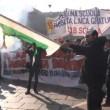 Corteo scuola, a Torino bruciata bandiera Pd4