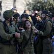 Israele, soldato ucciso: soldatessa scoppia in lacrime FOTO