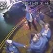 Gestore pub colpisce con un pugno in testa cliente12