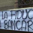 YOUTUBE Arezzo, risparmiatori assediano Banca Etruria