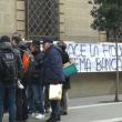 YOUTUBE Arezzo, risparmiatori assediano Banca Etruria 5