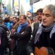 YOUTUBE Andrea Bocelli canta a Times Square per senzatetto