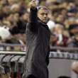 Jose Mourinho verso la panchina del Manchester United