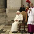 Giubileo, la FOTO simbolo: abbraccio dei 2 papi sul sagrato04
