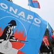 I sindacati della polizia e delle Forze dell'ordine hanno protestato sotto casa di Matteo Renzi, a Pontassieve, contro i tagli alla sicurezza 2