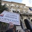 Salva banche, protesta risparmiatori vicino Bankitalia FOTO 11