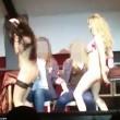 Scene lesbo a festa università: studentesse leccano...06