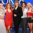Bruno Vespa balla con quattro donne, due delle quali mezze nude, nel salotto buono di Porta a Porta. Accade martedì 26 gennaio2