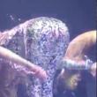Jennifer Lopez, lato B in mostra la tutina si strappa4