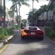Lamborghini a fuoco parcheggiatore la stava provando