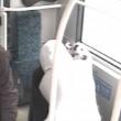 YOUTUBE Donna tenta di accoltellare ragazzo su un bus 3