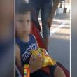 YOUTUBE Così un papà insegna al figlio di 2 anni a rubare (2)