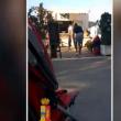 YOUTUBE Così un papà insegna al figlio di 2 anni a rubare (4)