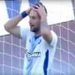 YOUTUBE Apostolos Vellios incredibile gol sbagliato