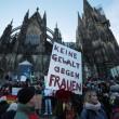 """Colonia, 2 cortei FOTO. Merkel: """"Espelleremo molestatori"""