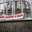 """YOUTUBE Femen si """"impiccano"""" per protesta contro Rohani"""