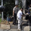 Giacarta, kamikaze e raffica di esplosioni: vittime FOTO 4