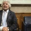 Beppe Grillo lancia il voto a 16 anni: puoi lavorare, pagare le tasse, ma votare no. Idea demagogica geniale che spiazza anche il rottamatore Renz