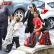Angelina Jolie-Brad Pitt, un milione per un bimbo cambogiano8