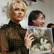 Pamela Anderson contro foie gras produttori protestano