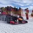 YOUTUBE Max Verstappen guida la Red Bull su neve con catene2