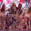 Jennifer Lopez, lato B in mostra la tutina si strappa6