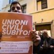 Unioni civili, oggi cortei in 100 piazze. Pd aggiusta legge