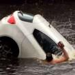 Auto va sott'acqua mamma e figlio salvi per miracolo11