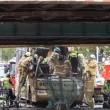 Bus si schianta sotto ponte ferroviario, 11 feriti4