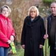 Cigni aggressivi: anziani si difendono con i bastoni8