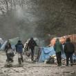 Profughi nel fango, combattono neve e gelo tra le baracche1