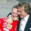 Un abbraccio tra Luca di Montezemolo e MIchael Schumacher (foto Ansa)