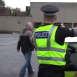 YOUTUBE Polizia Usa impara da quella scozzese a non uccidere 2