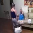 Video choc: badante picchia anziana malata di Alzheimer