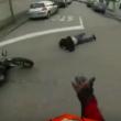 YOUTUBE Motociclista investe pedone su strisce e filma tutto 8